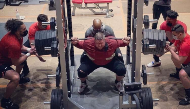 joe-kovacs-squatting-870-lbs.jpg