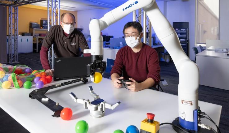 Jinda-Cui-and-Jeff-Trinkle-Learned-Robot-Manipulation-Credit-Ryan-HulvatMeris_0.jpg