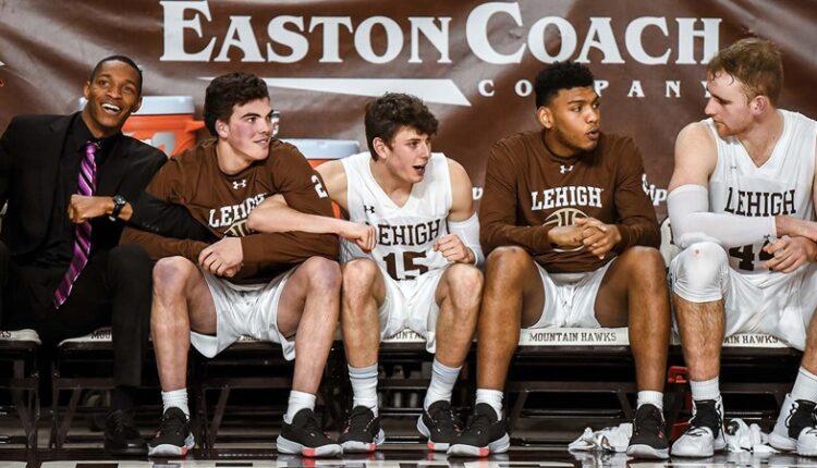 Men_s_Basketball_Team_9900.jpg