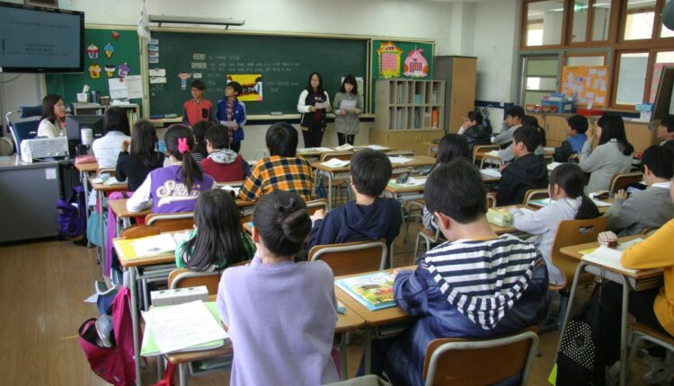 room-education-classroom-children-library-students-1237486-pxhere.com_.jpg