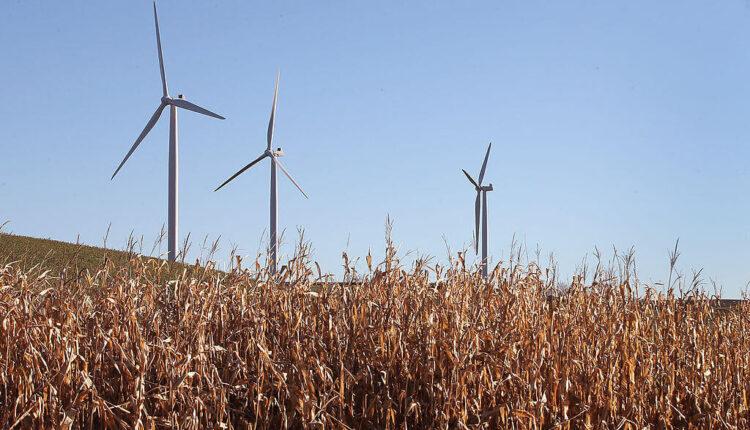 wisconsin-wind-turbines.jpg