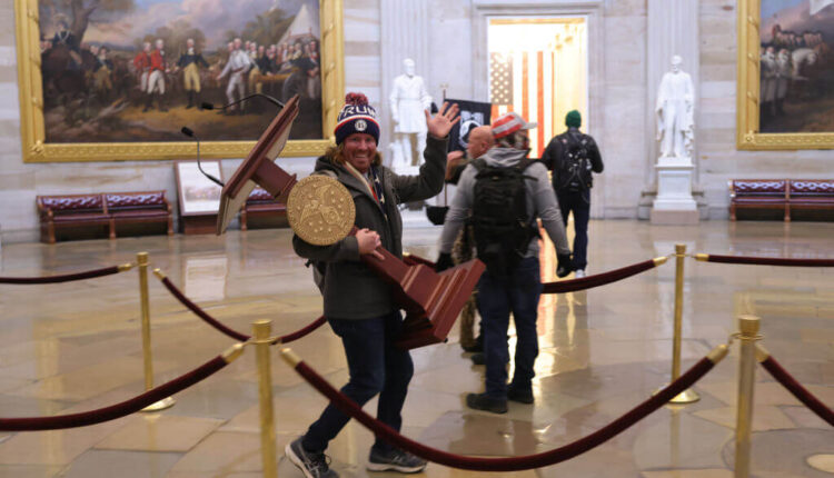 Rioters-Capitol.jpg