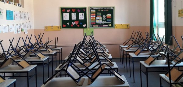 1600px-Empty_classroom_2020-e1594553673764.jpg