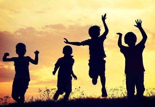 Children_playing_sunset_-_Zurijeta_8c5bdac77e44431bb1bfec67b9c87208-620×480.jpg